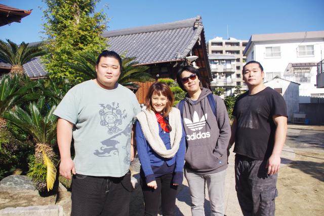 福岡バイクツアーページの大相撲九州場所巡業地を訪問している写真