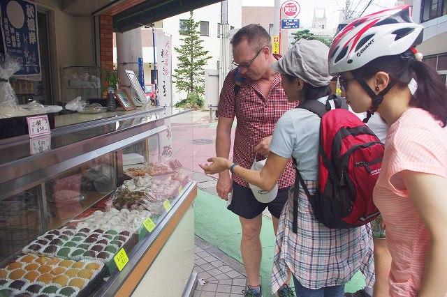 福岡バイクツアーページの和菓子のお店の写真